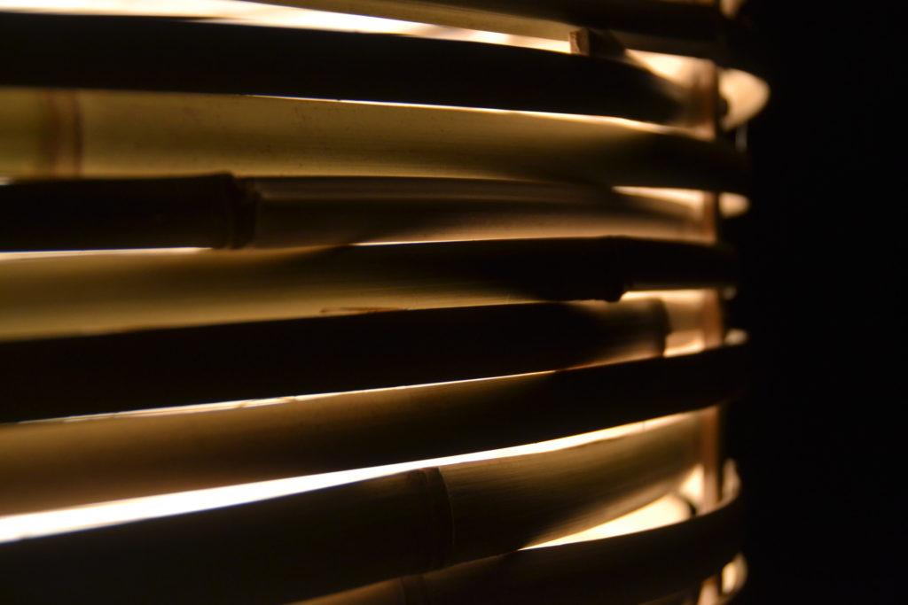 Détail grosse lampe tressée en bambou - bambou créations