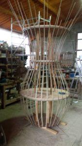 Amphore en bambou en atelier en création - Bambou Créations