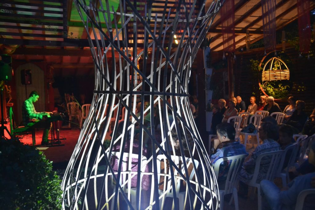 Concert de jazz mis en lumière par le bambou - Bambou Créations