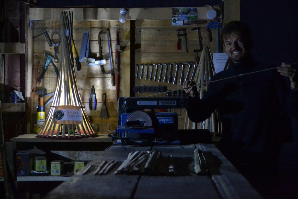 Ponçage des lamelles en bambou - Bambou Créations
