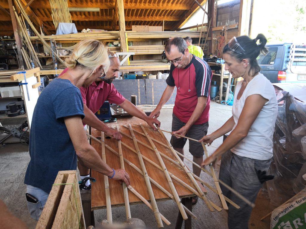 Construction d'un treillis en bambou pour le jardin