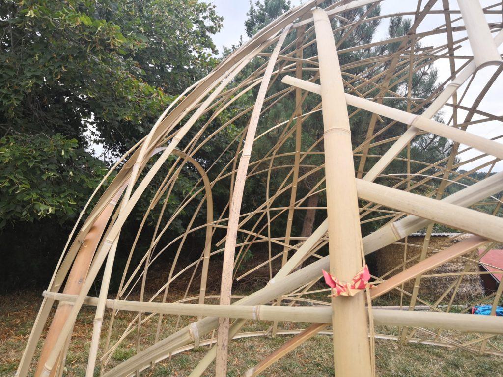 Maillage aléatoire d'un dôme en lamelles de bambou