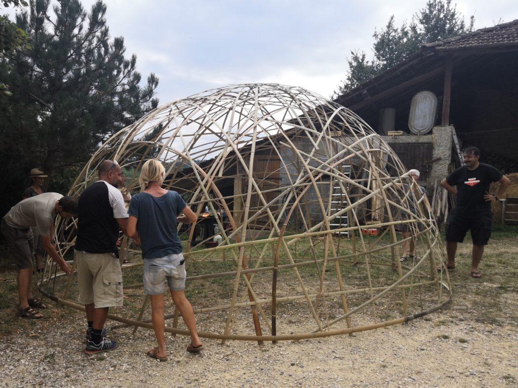 Dôme en lamelles de bambou de 20m²