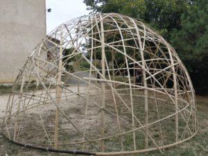Construction d'un dôme en lamelles de bambou - chantier participatif