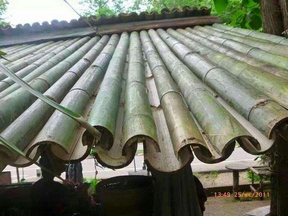 Cabane en bambou : exemple de tuiles en bambous